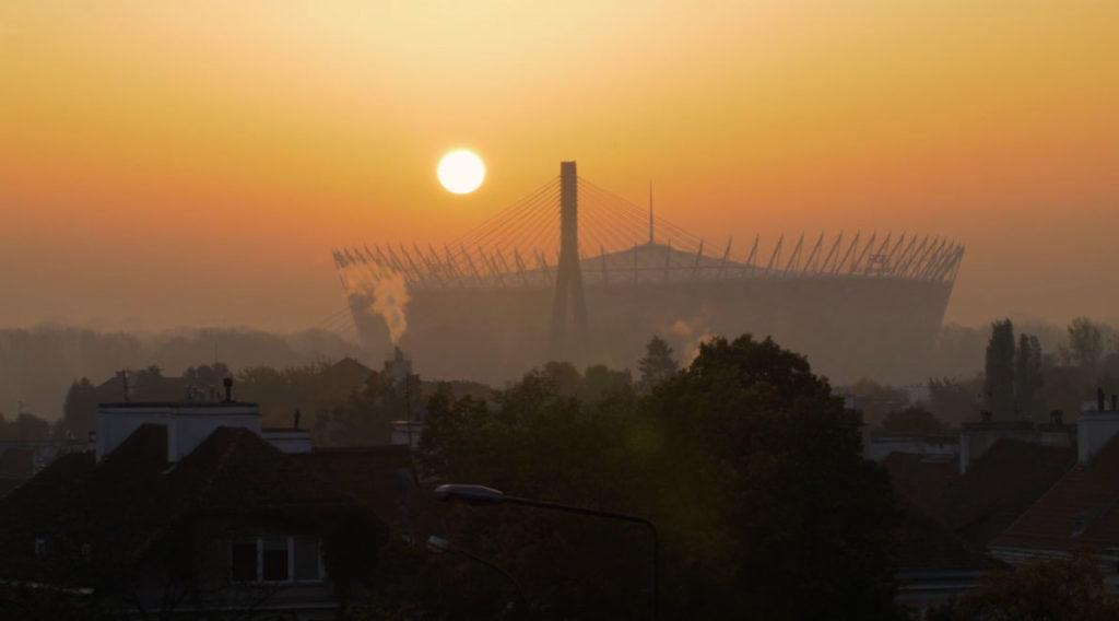 warszawa, stadion narodowy w smogiu